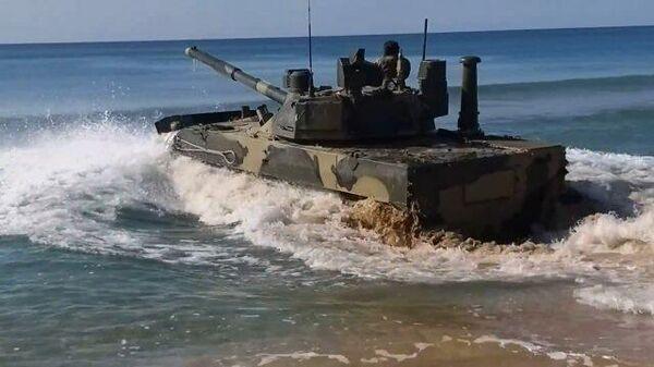 Кадры испытаний плавающего танка Спрут-СДМ1 в Черном море