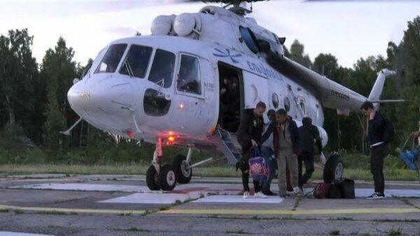 Прибытие в Томск пассажиров и пилотов с места аварийной посадки Ан-28