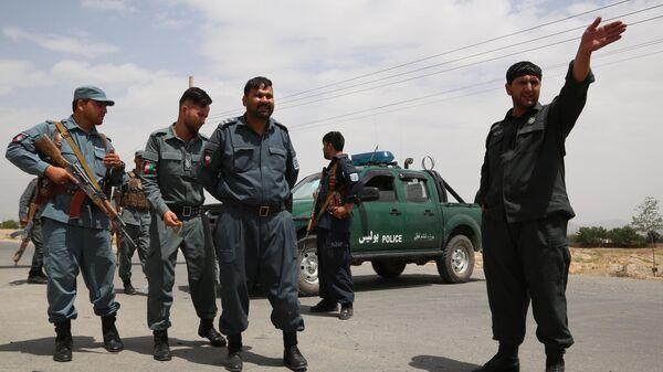 Сотрудники национальной полиции Афганистана на контрольно-пропускном пункте в Кабуле