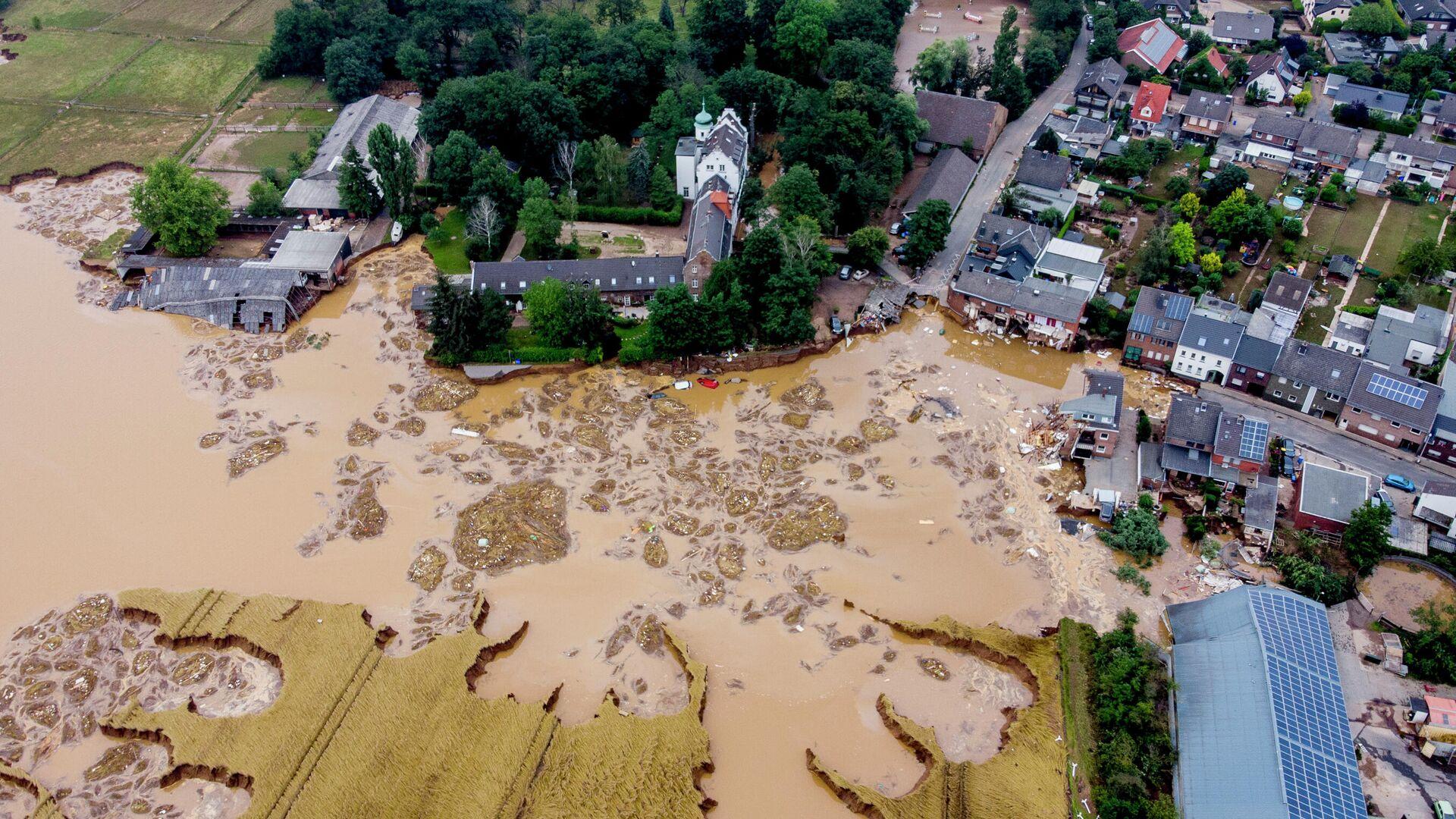 Поврежденный замок (слева) в Эрфтштадт-Блессем, Германия - РИА Новости, 1920, 25.07.2021