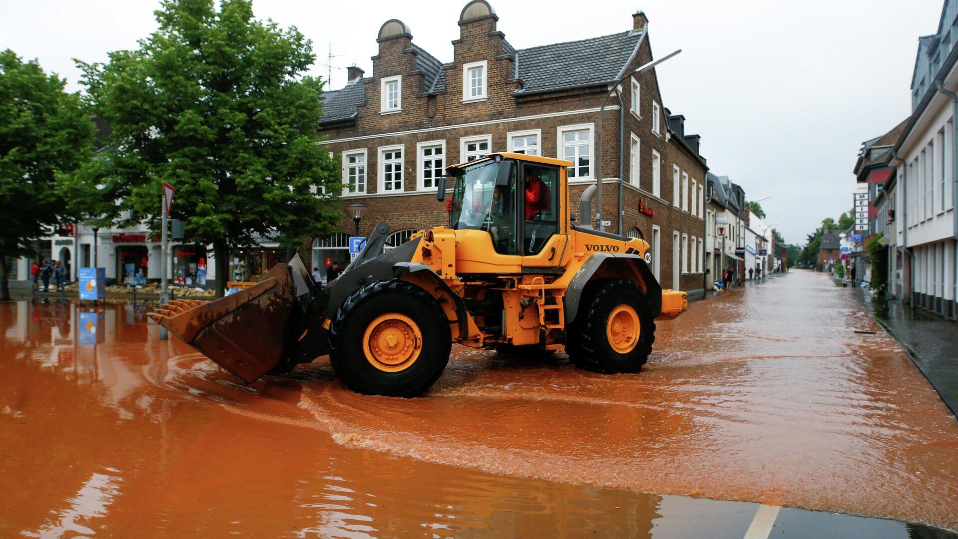 Улицы затоплены после проливных дождей в Эрфтштадте, Германия - РИА Новости, 1920, 30.07.2021