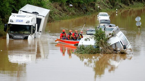 Затопленная дорога в Эрфтштадте, Германия
