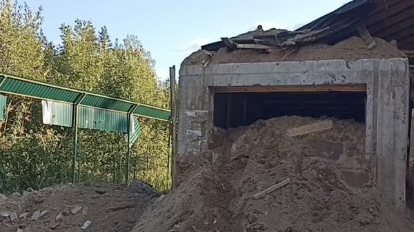 Дом с частной тюрьмой в Ленобласти засыпан землей
