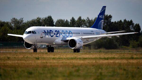 Пассажирский самолет МС-21-300 на Международном авиационно-космическом салоне МАКС-2021