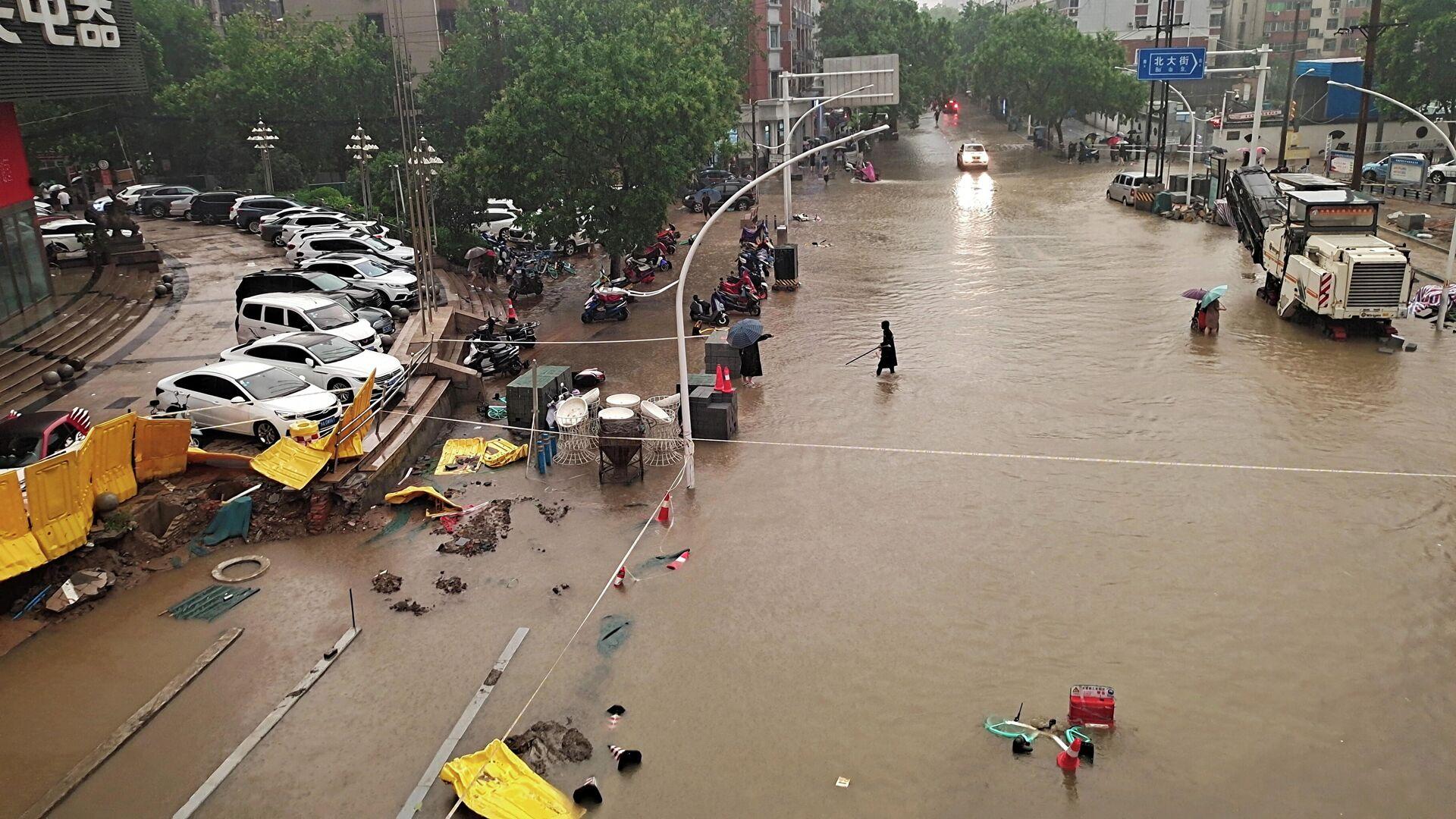 Наводнение в Чжэнчжоу, Китай - РИА Новости, 1920, 26.07.2021