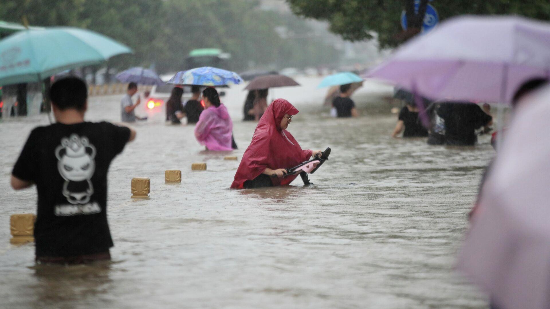 Наводнение в Чжэнчжоу, Китай - РИА Новости, 1920, 21.07.2021
