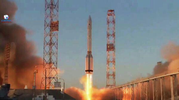 Пуск ракеты-носителя Протон-М с модулем Наука с космодрома Байконур. Кадр трансляции