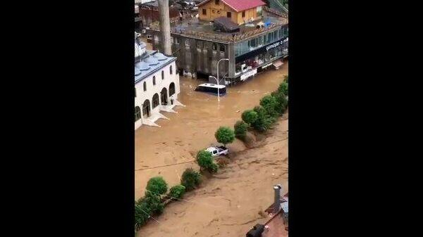 Наводнения и оползни: потоп на черноморском побережье Турции