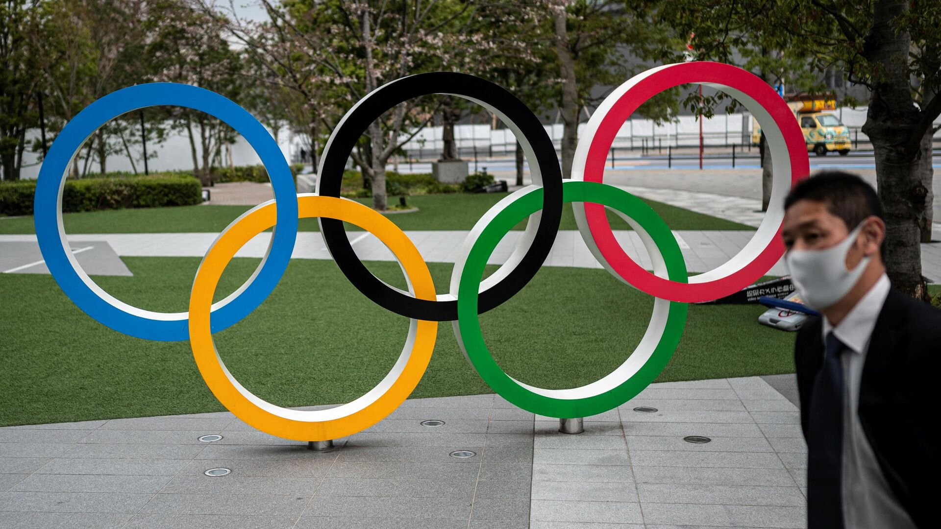 This picture shows the Olympic Rings outside the Japan Olympic Museum in Tokyo on March 22, 2021. (Photo by Charly TRIBALLEAU / AFP) - РИА Новости, 1920, 22.07.2021