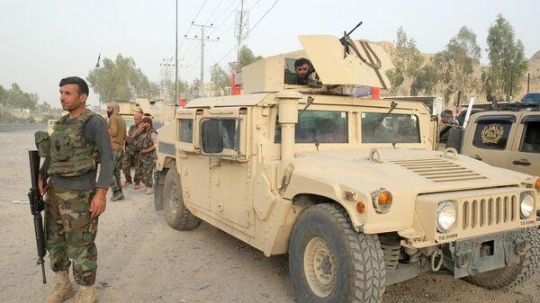 Военнослужащие правительственных войск Афганистана на линии соприкосновения с Талибами*