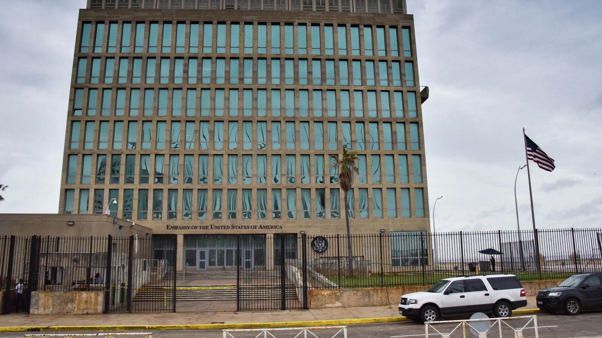 Посольство США в Гаване 29 сентября 2017 года после того, как Соединенные Штаты объявили о выводе более половины своего персонала из-за ухудшения самочувствия некоторых его сотрудников - РИА Новости, 1920, 23.07.2021