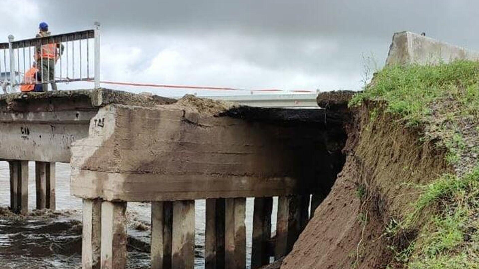 Частичное обрушение железнодорожного моста в районе села Дунаево Сретенского района Забайкалья - РИА Новости, 1920, 23.07.2021