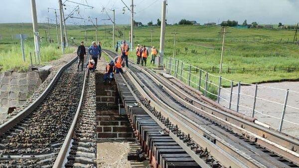 Частичное обрушение железнодорожного моста в районе села Дунаево Сретенского района Забайкалья