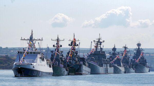 Военные корабли Черноморского флота на генеральной репетиции парада ко дню ВМФ в Севастополе