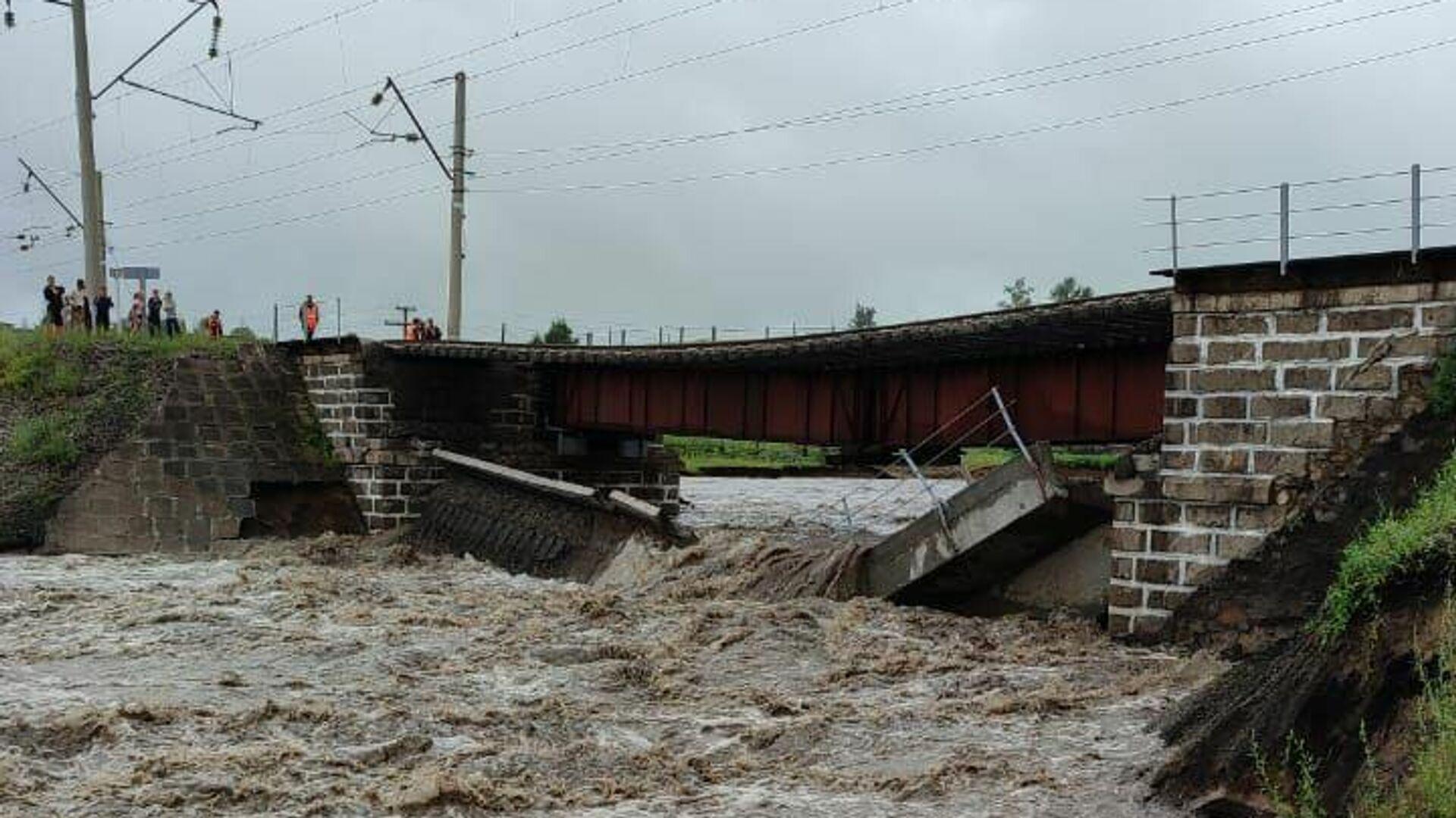 Частичное обрушение железнодорожного моста в районе села Дунаево Сретенского района Забайкалья - РИА Новости, 1920, 24.07.2021