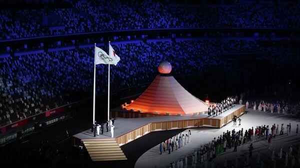 Олимпийский флаг на церемонии открытия Олимпиады-2020