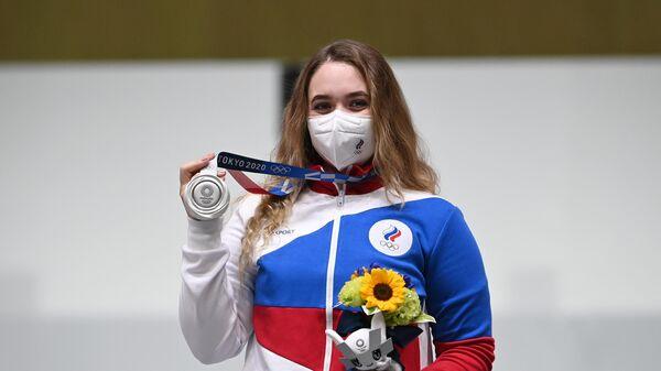 Российская спортсменка Анастасия Галашина, завоевавшая серебряную медаль на соревнованиях по стрельбе из пневматической винтовки с 10 метров среди женщин на XXXII Олимпийских играх в Токио