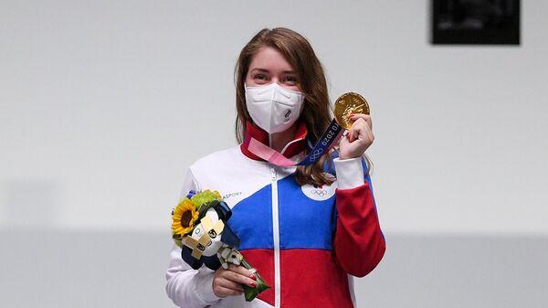 Российская спортсменка Виталина Бацарашкина, завоевавшая золотую медаль в соревнованиях по стрельбе из пневматического пистолета с 10 метров среди женщин на XXXII летних Олимпийских играх в Токио