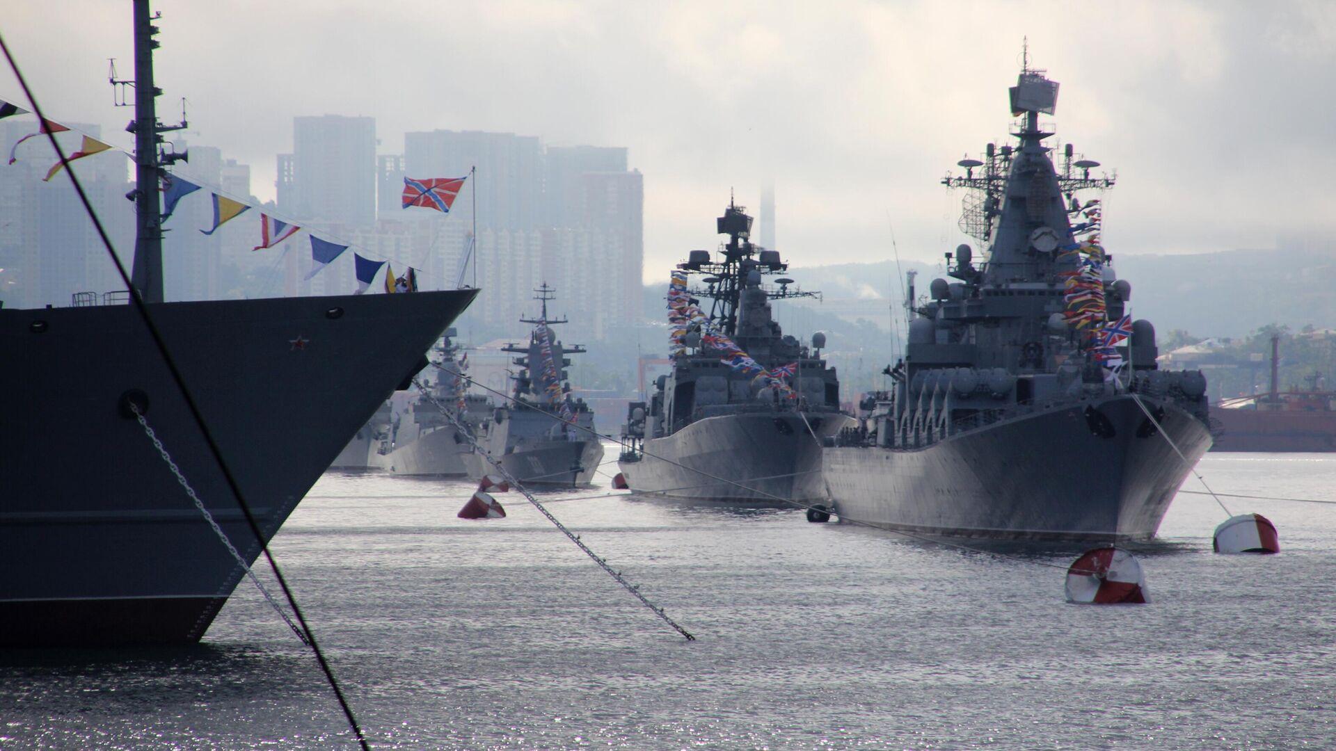 Корабли на параде в честь Дня Военно-морского флота в бухте Золотой Рог во Владивостоке - РИА Новости, 1920, 19.08.2021