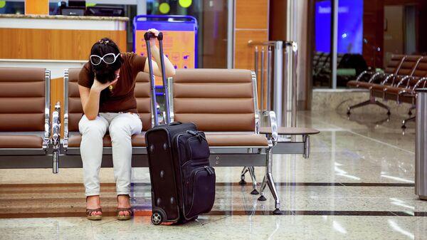 Грустная девушка в самолёте