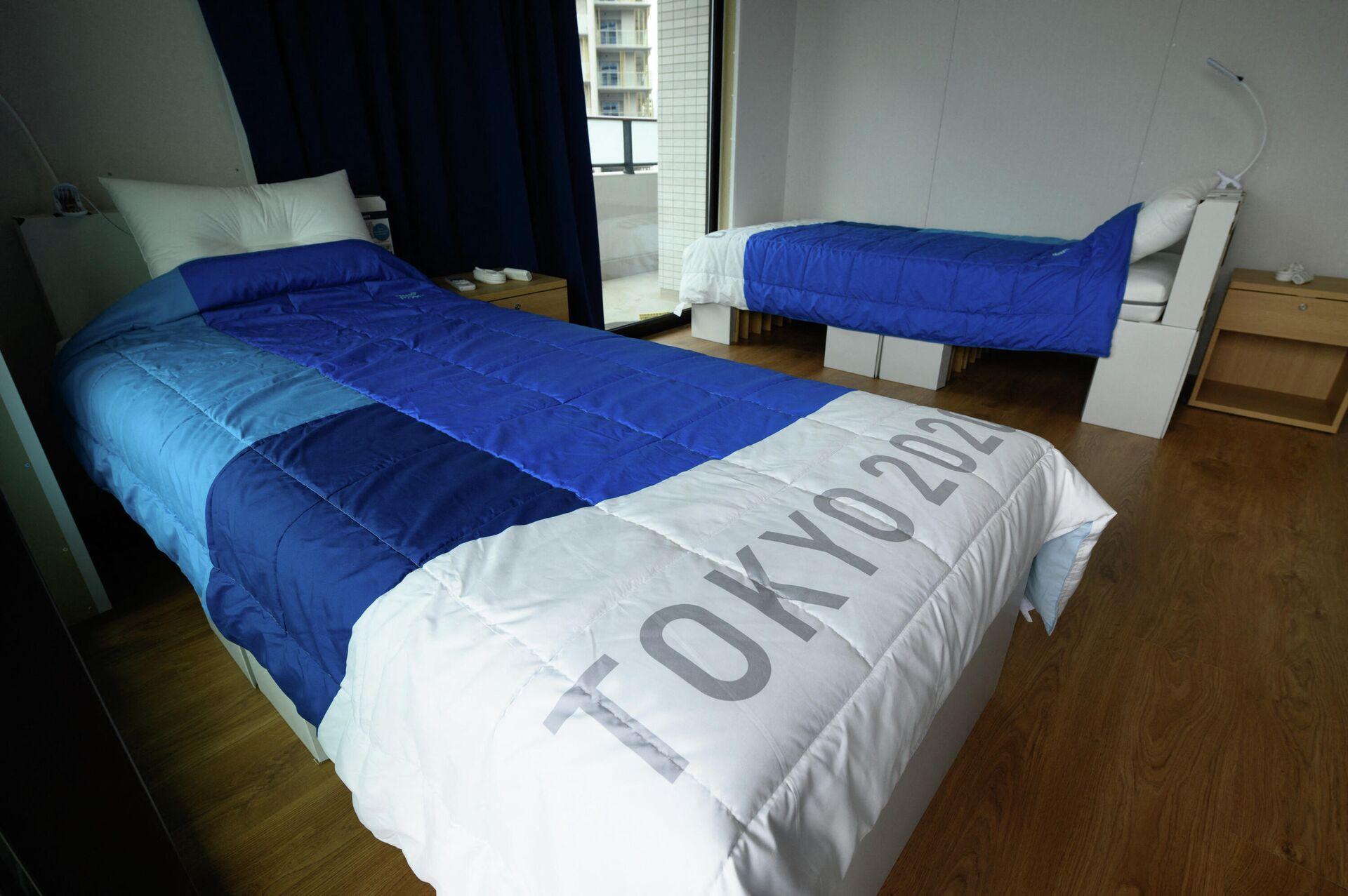 Картонные кровати для спортсменов в Олимпийской деревне на Играх в Токио - РИА Новости, 1920, 27.07.2021