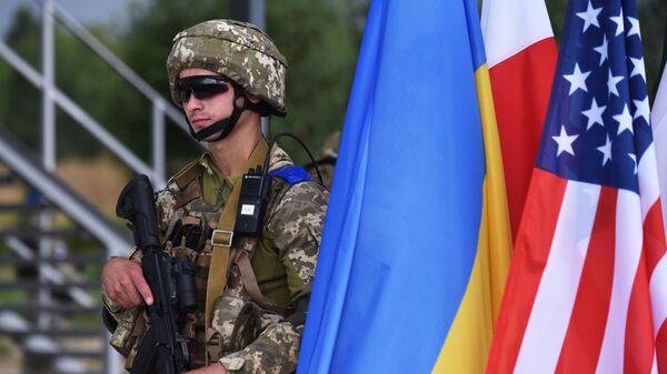 Военнослужащий на тактических учениях Три меча-2021 (Three swords-2021) с участием вооружённых сил Украины и стран НАТО на Яворовском полигоне во Львовской области