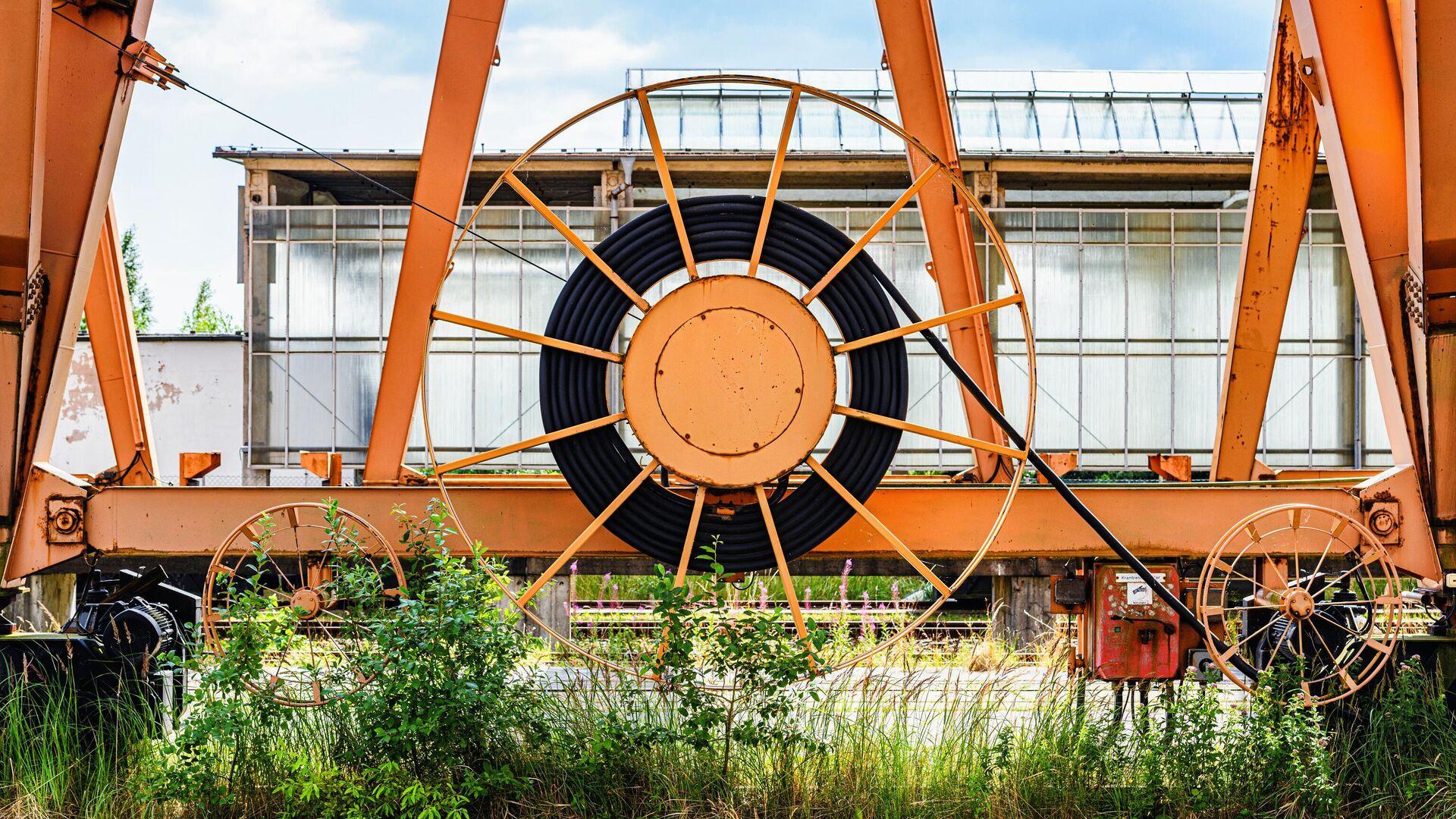 Кабельный барабан на козловом кране в немецком порту Мукран на острове Рюген - РИА Новости, 1920, 11.08.2021