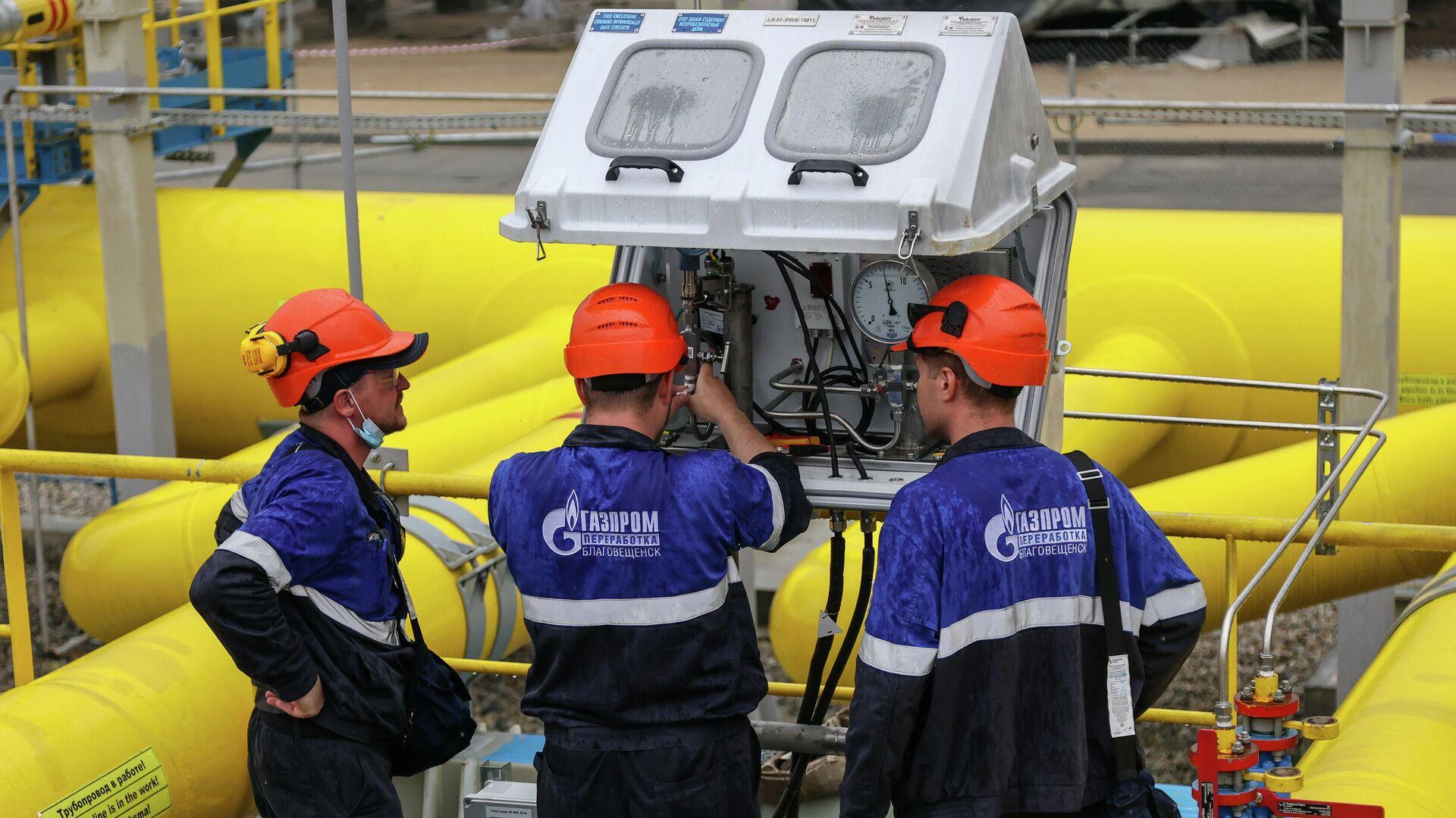 Рабочие у узлов учета газа Амурского газоперерабатывающего завода компании Газпром - РИА Новости, 1920, 24.08.2021