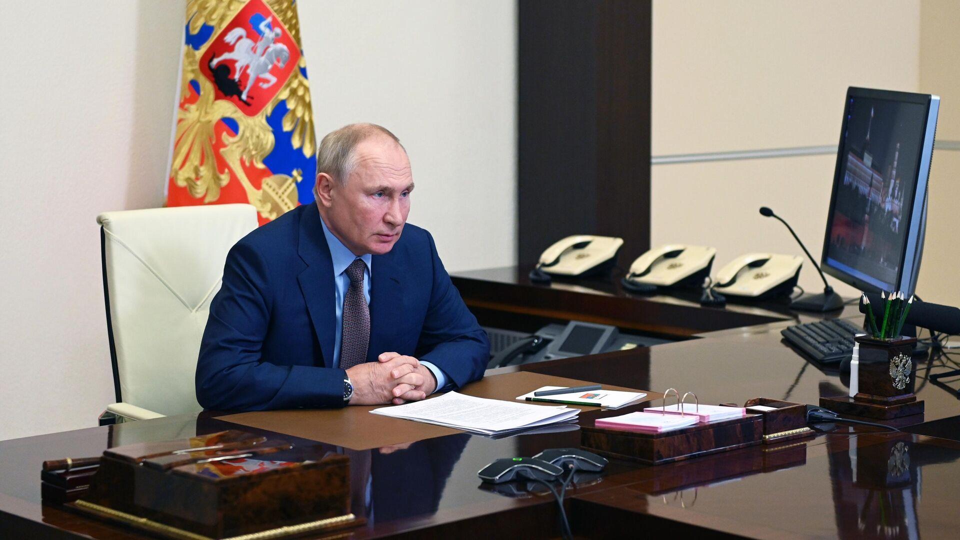 Президент РФ Владимир Путин проводит совещание о подготовке к новому учебному году - РИА Новости, 1920, 30.07.2021