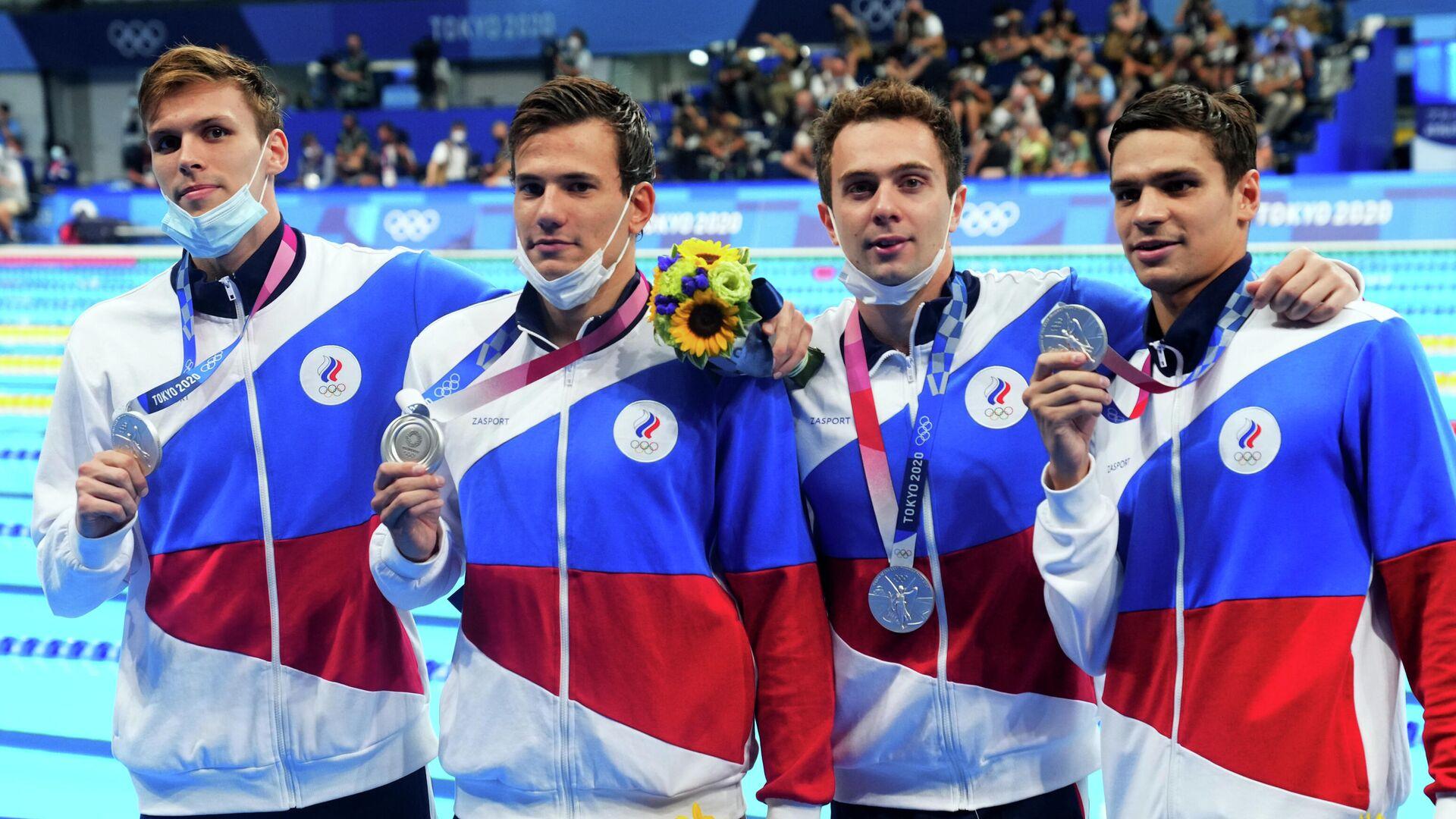 Российские пловцы на церемонии награждения олимпийскими медалями - РИА Новости, 1920, 29.07.2021