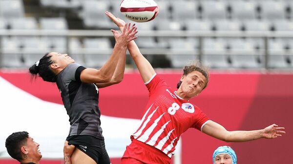 Игровой момент матча по регби-7 на ОИ в Токио Россия - Новая Зеландия