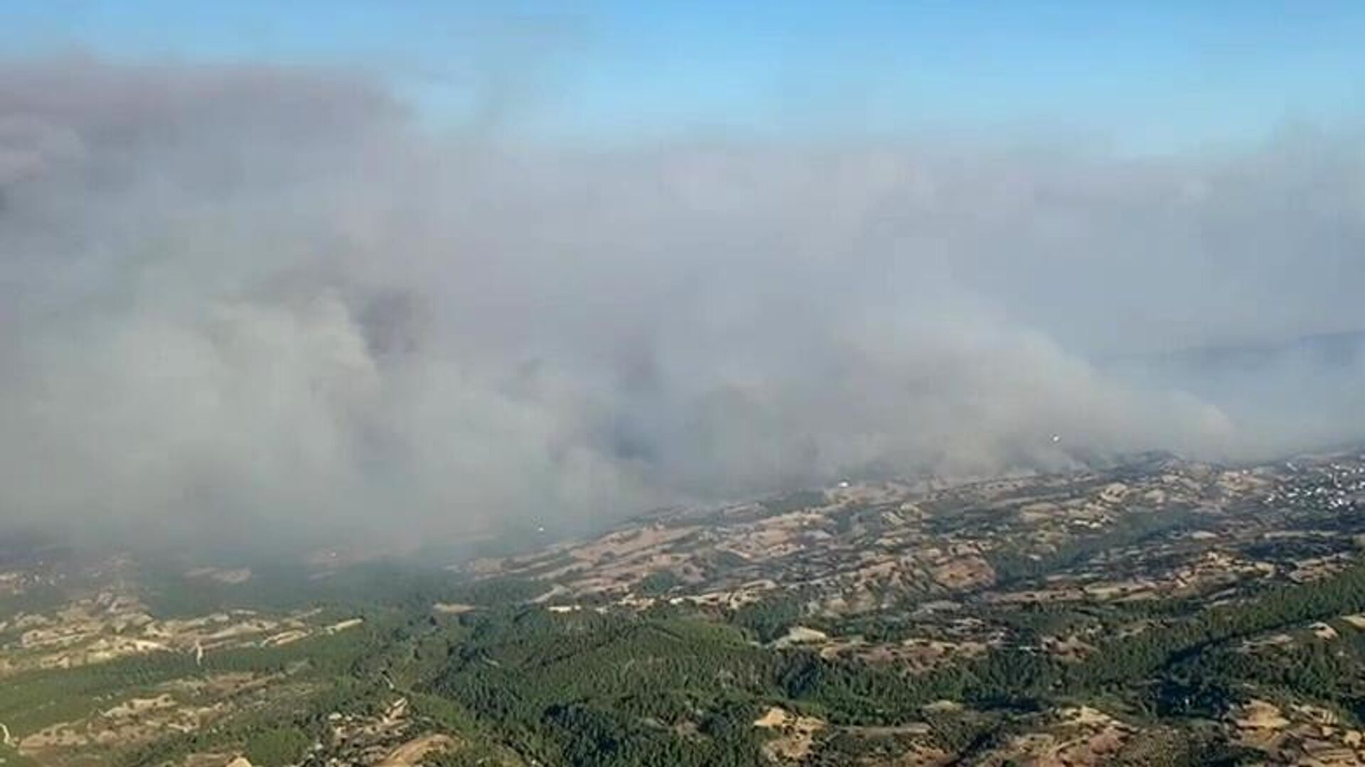 Дым от лесных пожаров в Турции - РИА Новости, 1920, 01.08.2021