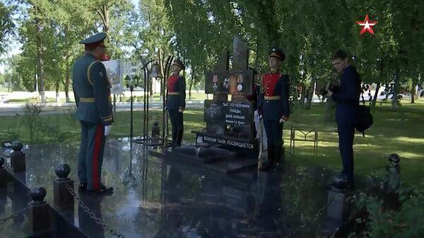 Генерал армии Дмитрий Булгаков на базе 100-го отдельного полка обеспечения в Наро-Фоминском районе Московской области в торжественной обстановке открыл мемориал, посвященный Воинам тыла