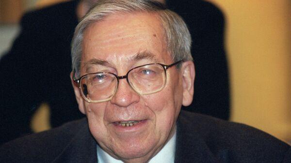 Профессор Ясен Николаевич Засурский