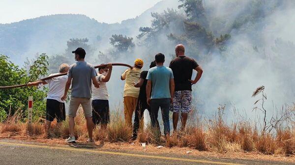 Борьба с пожарами в окрестностях турецкого города Мармарис