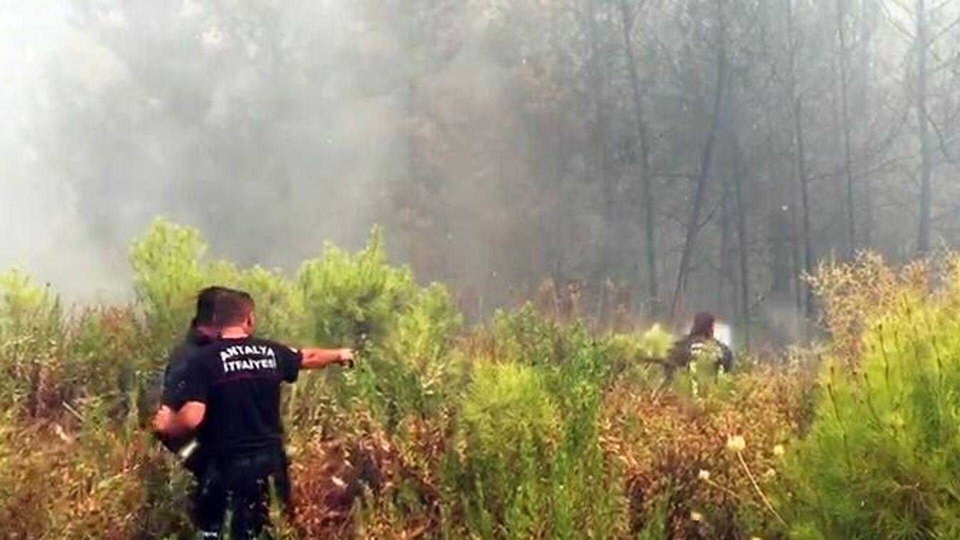 Борьба с пожарами в окрестностях турецкого города Манавгат - РИА Новости, 1920, 02.08.2021
