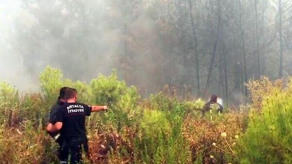 Борьба с пожарами в окрестностях турецкого города Манавгат