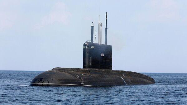 Дизель-электрическая подводная лодка Магадан во время морской части заводских ходовых испытаний в полигонах Балтийского флота