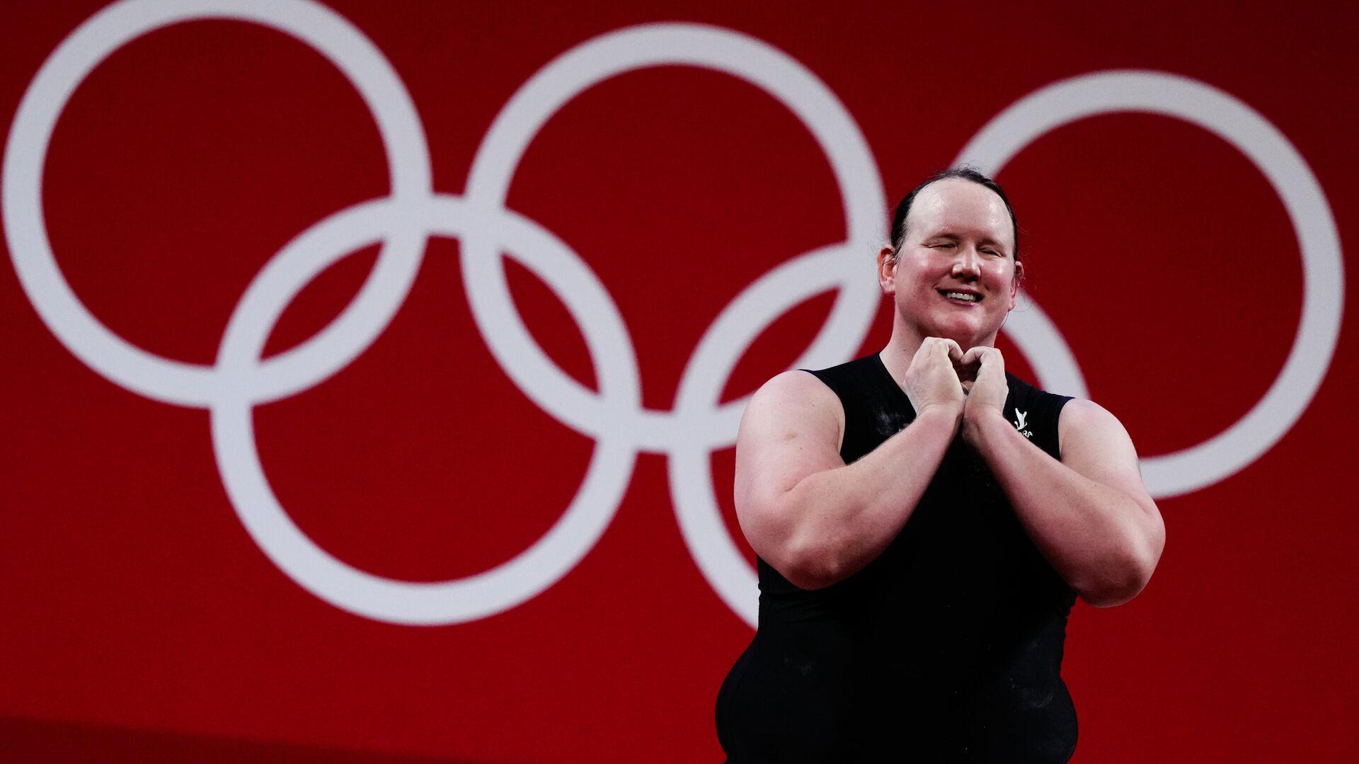 Лорел Хаббард (Новая Зеландия) на соревнованиях по тяжелой атлетике среди женщин в весовой категории свыше 87 кг на XXXII летних Олимпийских играх - РИА Новости, 1920, 02.08.2021