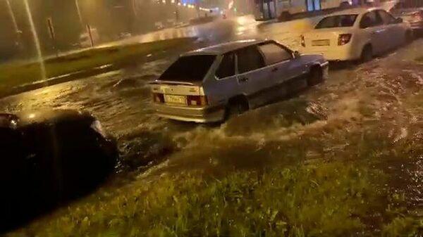 Кадры подтоплений во время дождей в Петербурге