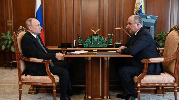 Президент РФ Владимир Путин и глава Карачаево-Черкесской Республики Рашид Темрезов во время встречи