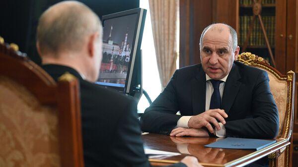 Глава Карачаево-Черкесской Республики Рашид Темрезов во время встречи с президентом РФ Владимиром Путиным