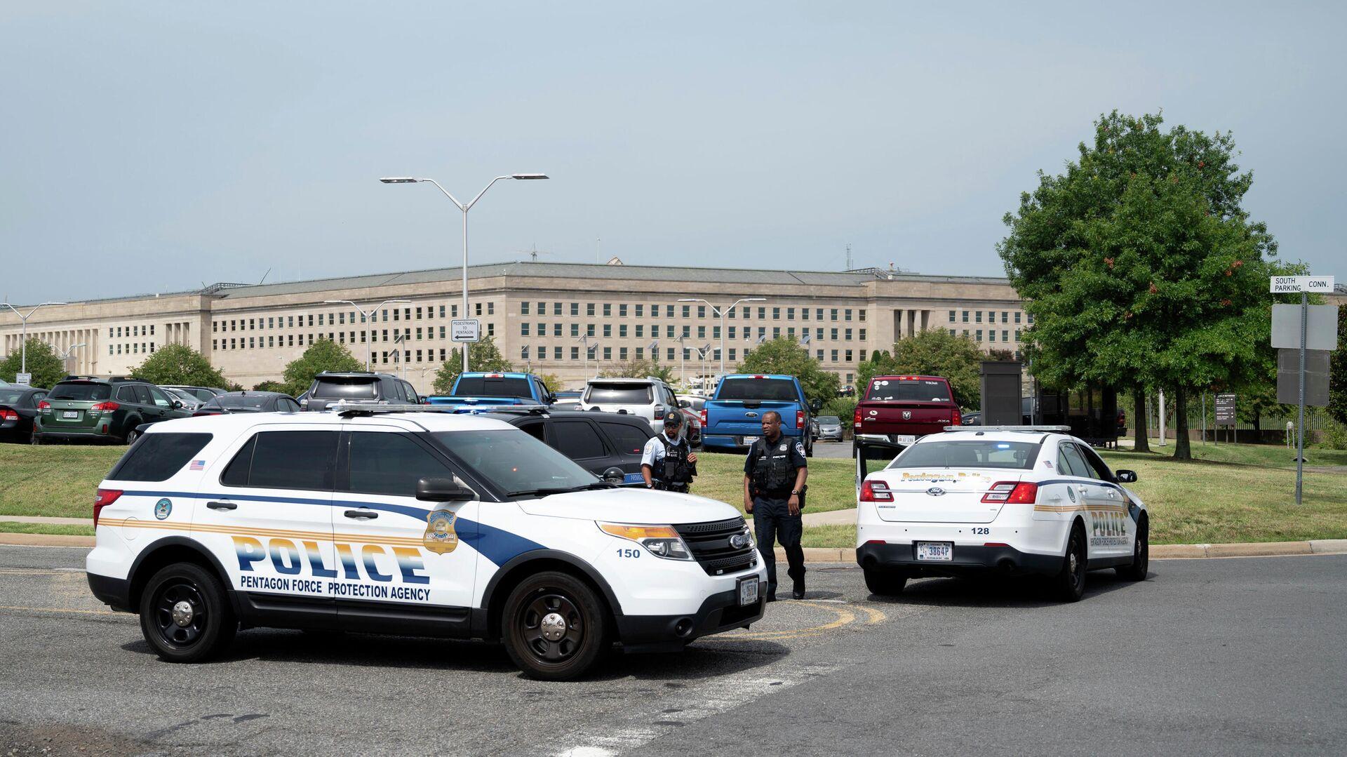 Полицейские у здания Пентагона в Вашингтоне - РИА Новости, 1920, 03.08.2021