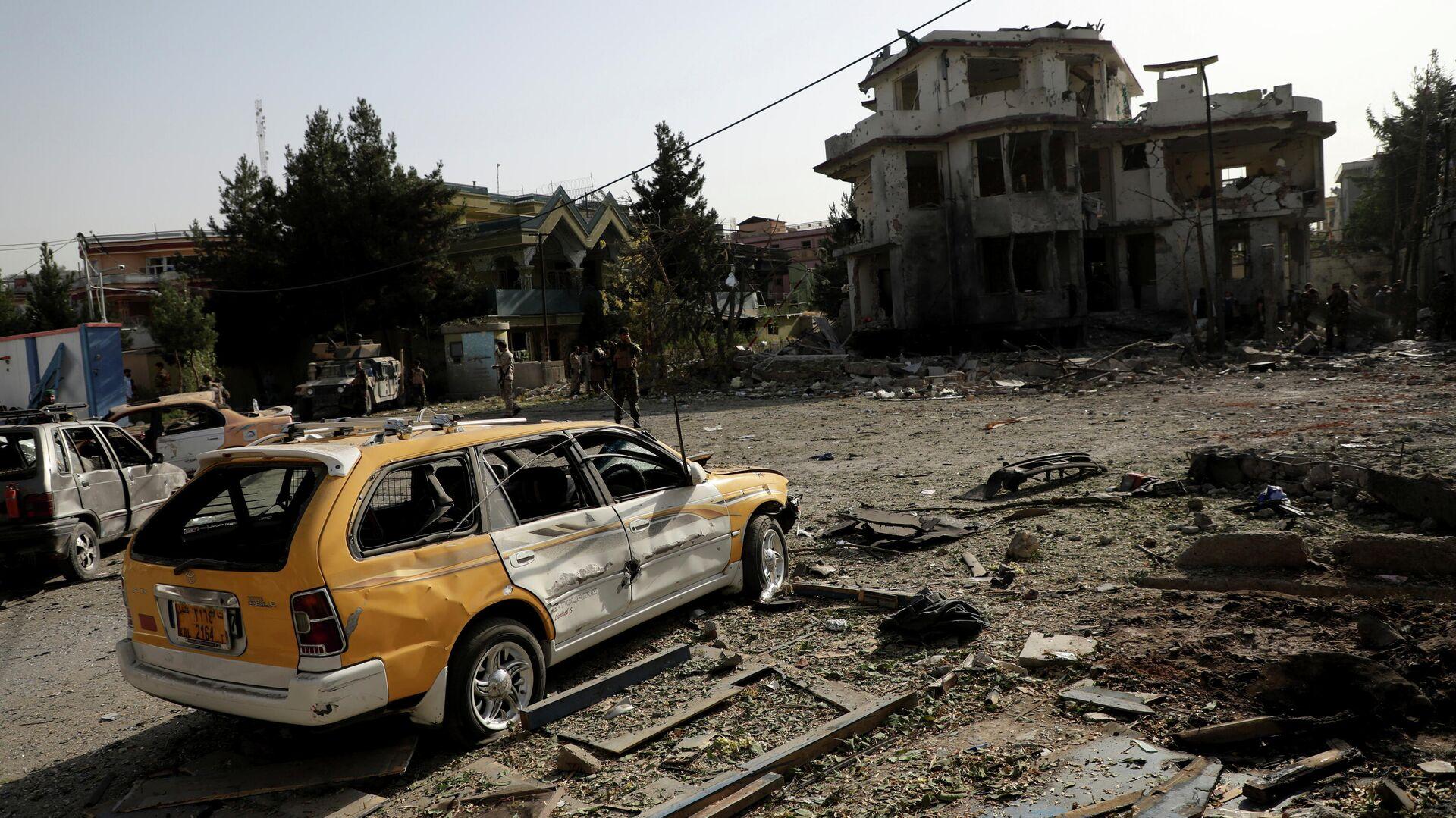 Последствия взрыва заминированного автомобиля в Кабуле - РИА Новости, 1920, 04.08.2021
