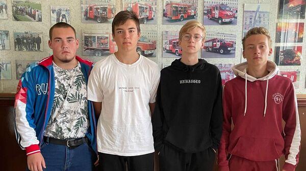Четверо юношей в возрасте от 15 до 17 лет спасли жителей горящего дома в мордовском поселке Лесозавод