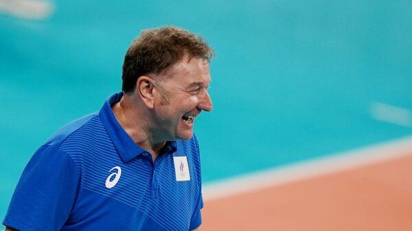 Главный тренер сборной России (команда ОКР) по волейболу Серджио Бузато в четвертьфинальном матче соревнований по волейболу между сборными Бразилии и России на XXXII летних Олимпийских играх в Токио.