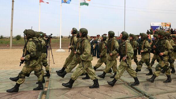 Военнослужащие ВС России на торжественном открытии международных российско-индийских учений Индра-2021 на полигоне Прудобой в Волгоградской области