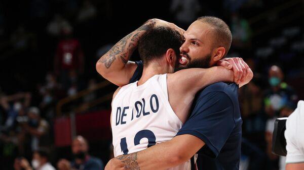 Французские баскетболисты Эван Форнье и Нандо де Коло на Олимпиаде в Токио
