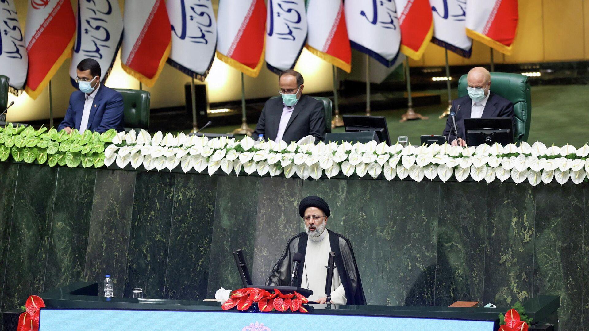 Новый президент Ирана Ибрахим Раиси во время принесения присяги в парламенте - РИА Новости, 1920, 08.08.2021