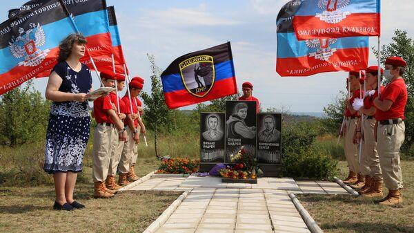 Траурные мероприятия в память об Андрее Стенине в Донецке